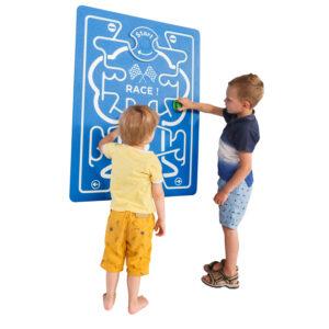 játszótéri rajztábla gyerekekkel
