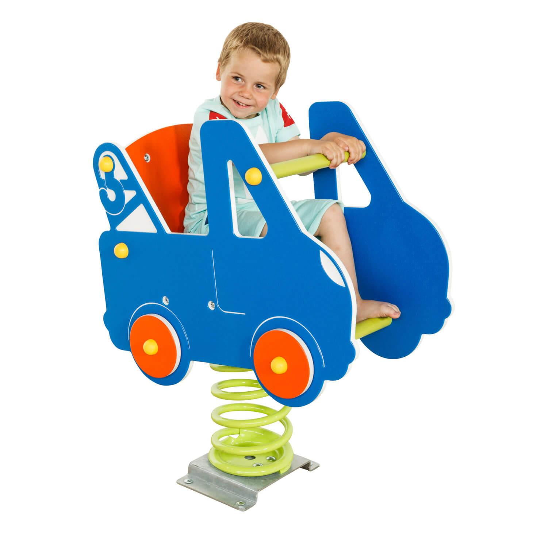 rugós autó és kisfiú