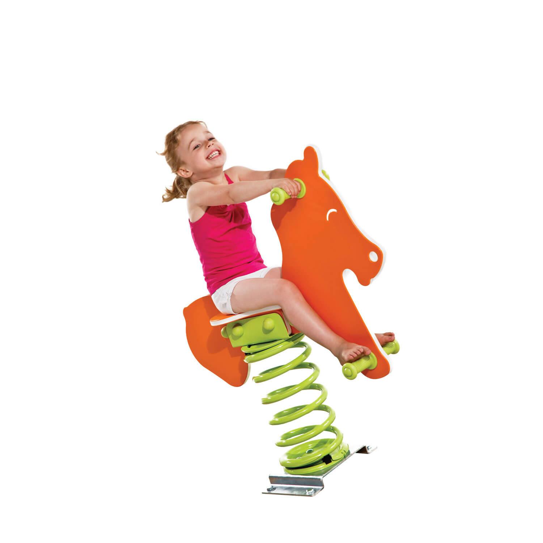 narancssárga rugós ló és kislány