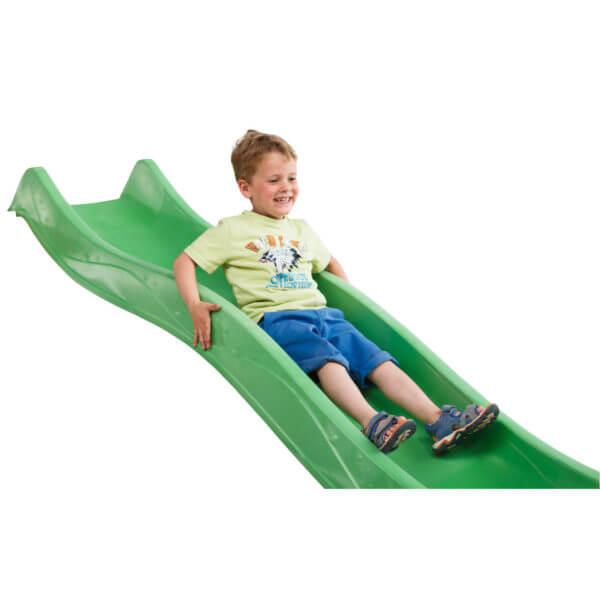 műanyag zöld tweeb csúszda teteje és kisfiú