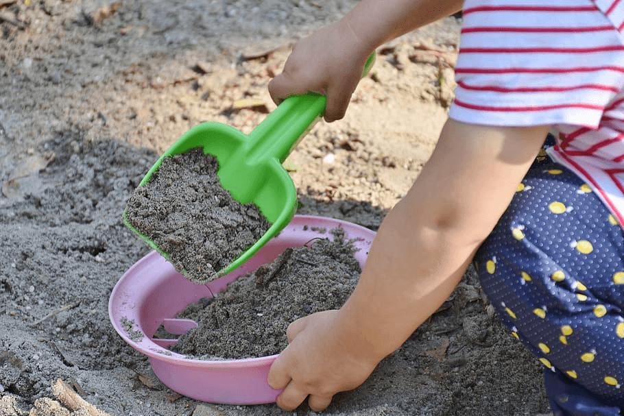 játszótér homokozó játszás